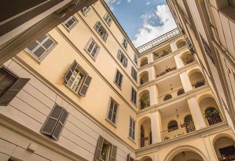 Colosseo 2 Bedroom Walking Distance, Rome