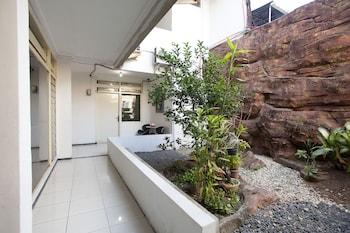 Picture of OYO 143 Dukuh Kupang Residence in Surabaya