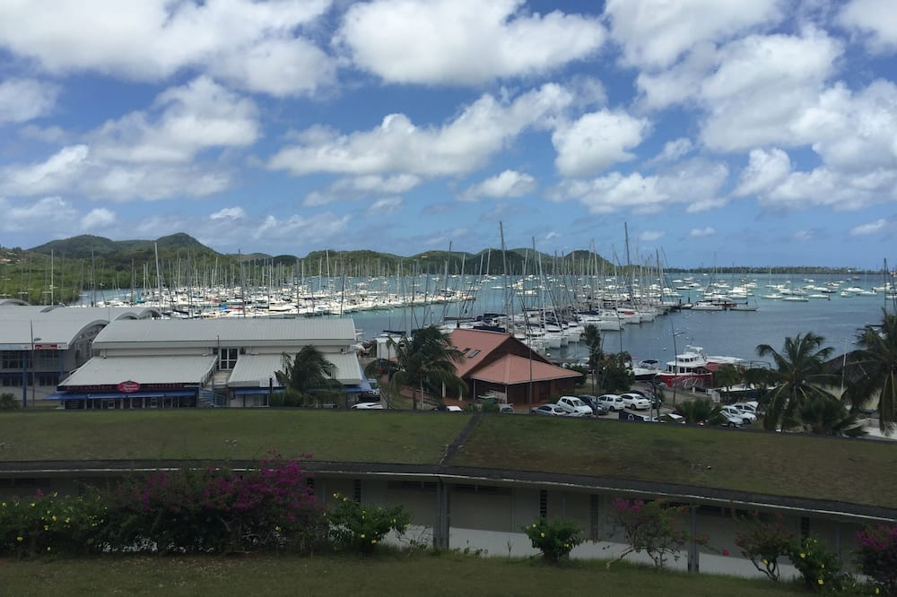 Apartment Close to the Most Beautiful Beaches, Superb Views of the Marina