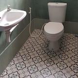 6-Bed Mixed Dormitory - Bathroom