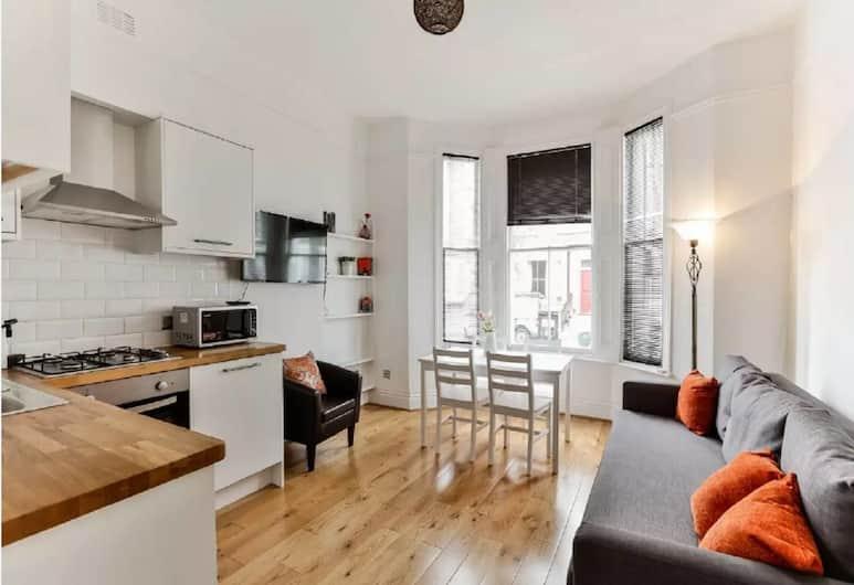 Hammersmith · Cozy Apartment Near Hammersmith Station, London, Lõõgastumisala