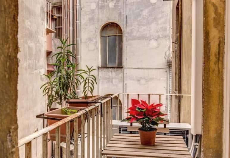 Monti Coliseum 3 bedroom 2nd floor, Rome, Apartment, 3 Bedrooms, Non Smoking, Balcony