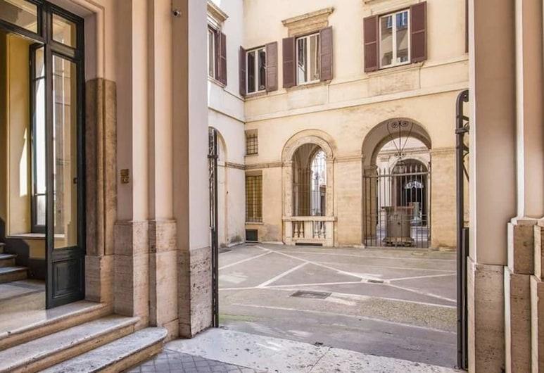 Corso Vittorio Studio, Rome, Property entrance