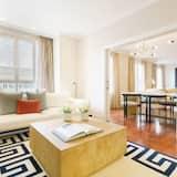 شقة - ٤ غرف نوم - بشرفة - منظر للمدينة - غرفة معيشة