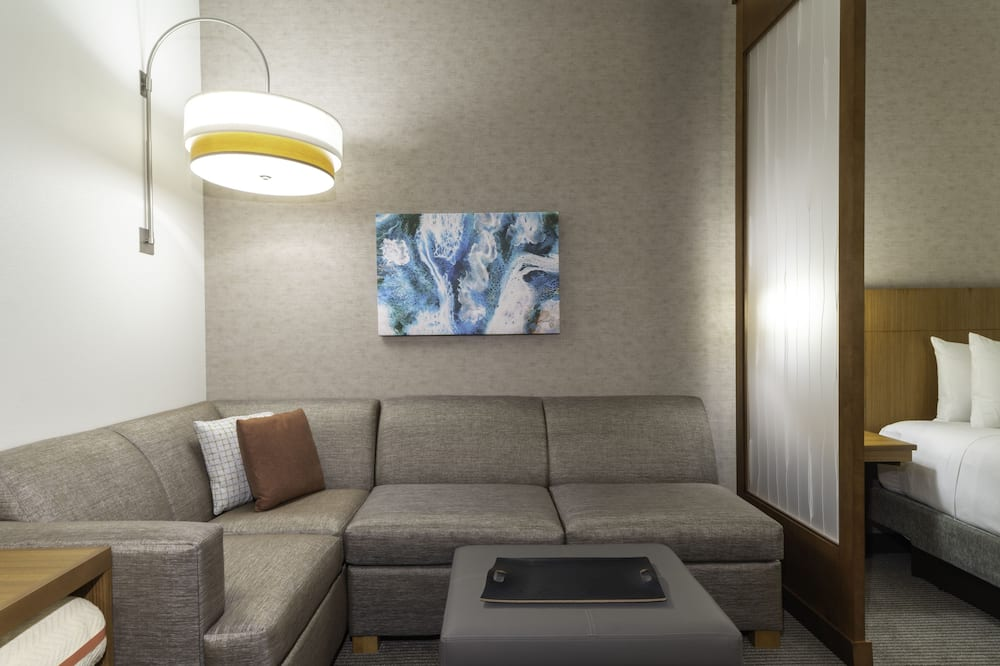 Room (2 Queenbed & 1 Sofabed, High Floor) - Living Area