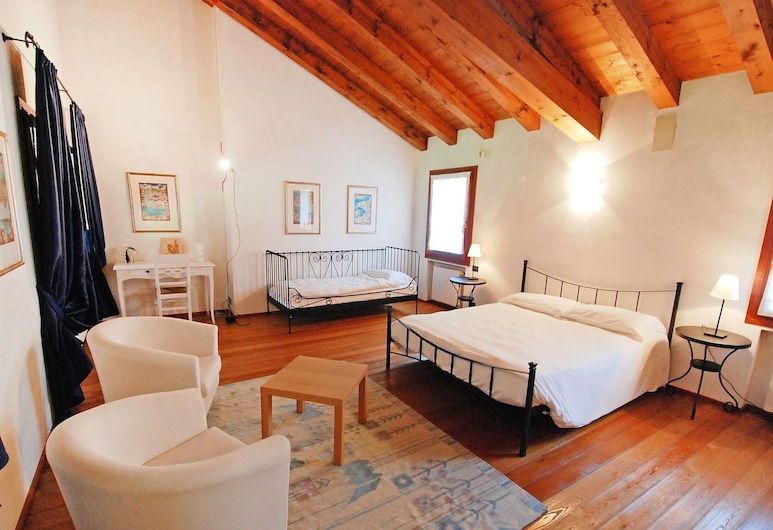 Wonderful  villa for 6 guests with A/C, WIFI, hot tub, TV, balcony and parking, close to Venice, Mestre, 客房
