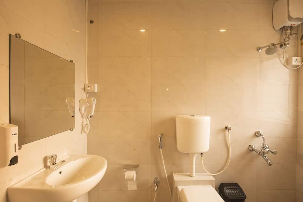 Standardzimmer, 1King-Bett und Schlafsofa - Badezimmer
