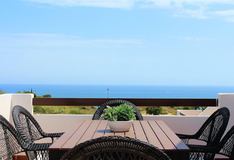 Adosado con Diseño, Velez-Malaga, Design House, 4 Bedrooms, Pool Access, Sea Facing, Terrace/Patio
