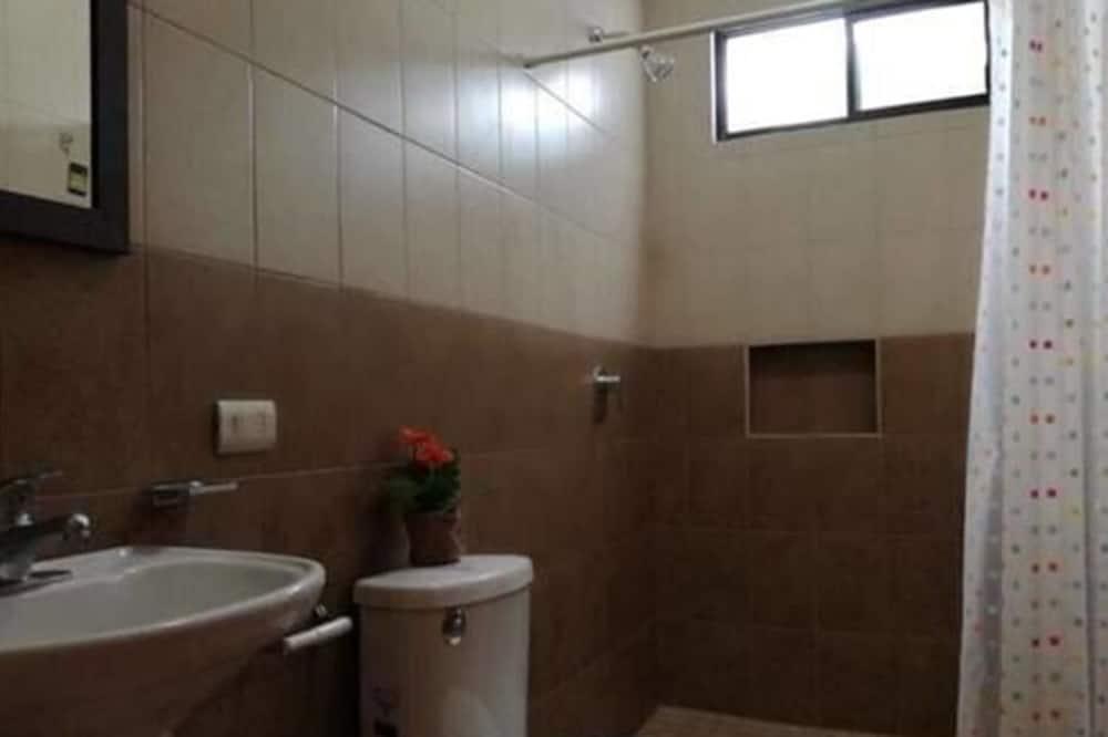 클래식 쿼드룸, 더블침대 2개, 금연 - 욕실