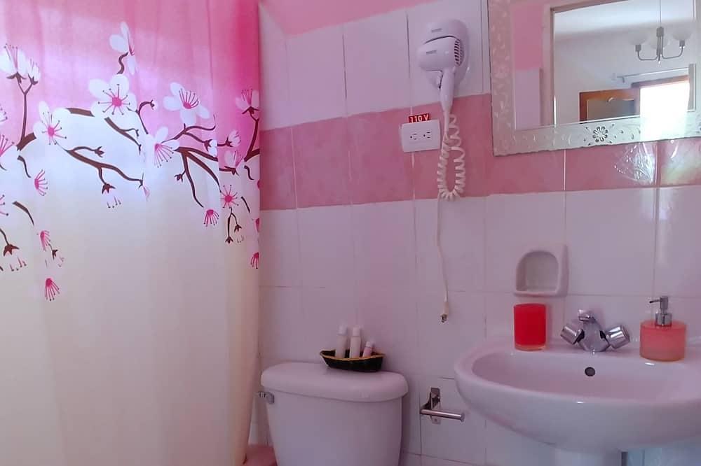 클래식 쿼드룸, 더블침대 2개, 정원 전망 - 욕실