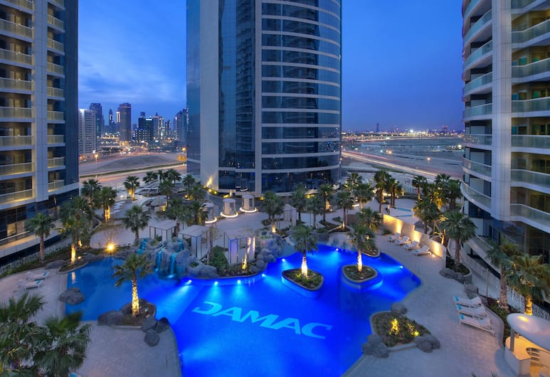 DAMAC Royale DAMAC Towers, Dubajus, Baseinas