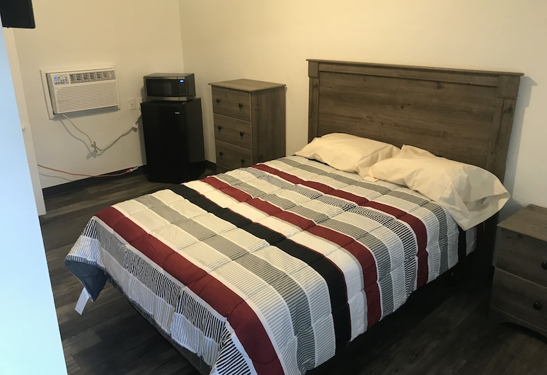 Rose's Lodging, Boonville, Suite, Kitchen, Guest Room