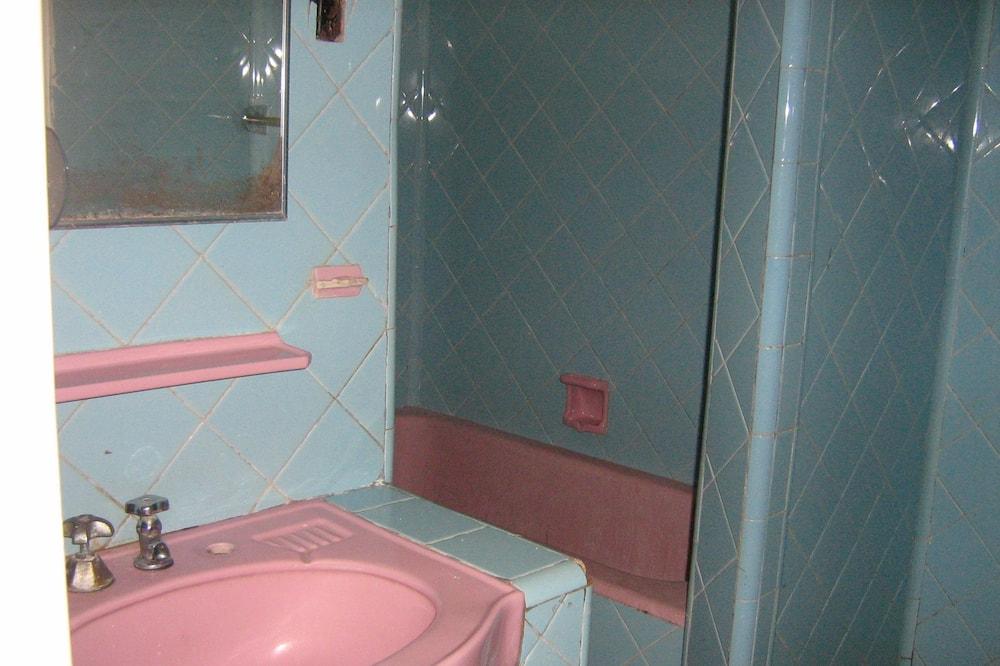 غرفة رباعية واسعة - عدة أسرّة - لغير المدخنين - حمّام