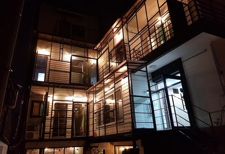 因諾旅館及紅蓋酒吧, 首爾, 飯店入口 - 夜景