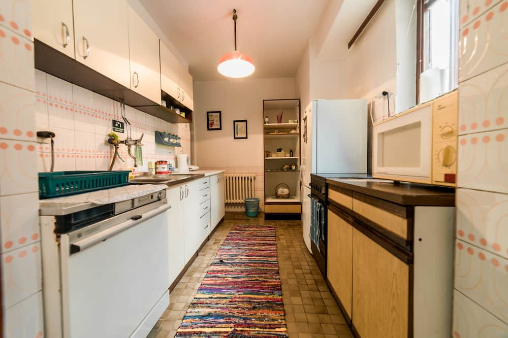 Basic-dobbeltværelse - 1 dobbeltseng - ryger - udsigt til have - Fælles køkken