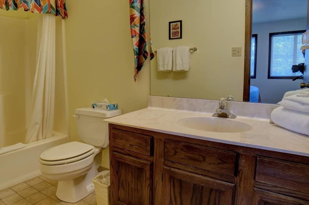 Condo, 2 Bedrooms - Bilik mandi