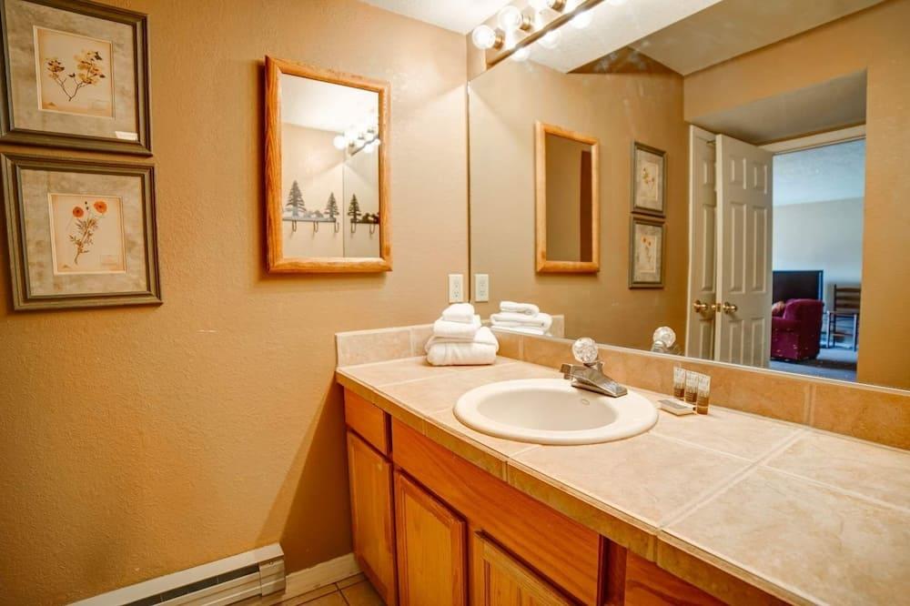 Квартира, 2 спальни - Ванная комната