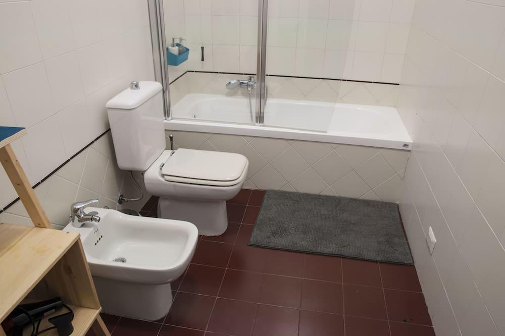 غرفة مزدوجة - بحمام مشترك - منظر للمدينة - حمّام