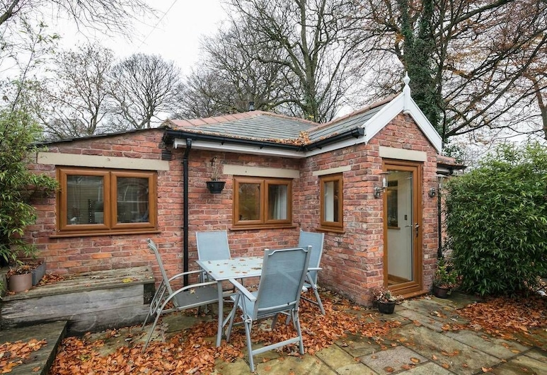 The Old Vicarage Lodge, Manchester, Luxury Bungalow, View from room