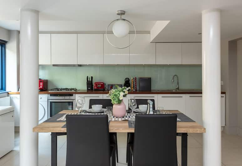 YKP Apartments - Mornington Crescent, London, Deluxe Apartment, 2 Bedrooms, Garden Area, Private kitchen