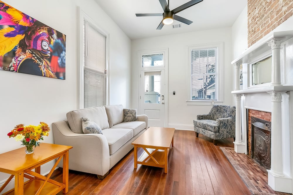 Premium Condo, 2 Bedrooms, Patio - Living Room