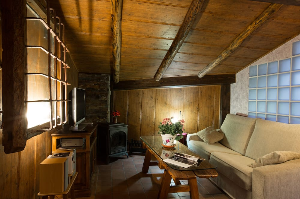 Talo, Useita makuuhuoneita (Two Houses) - Olohuone