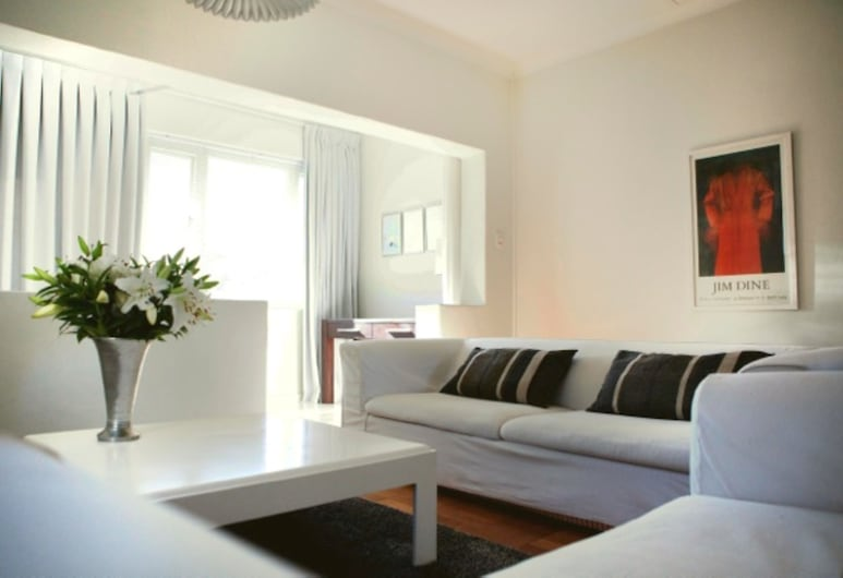 Chic White Studio Apartment, Cape Town, Apartment, 1 Double Bed, Non Smoking, Living Area