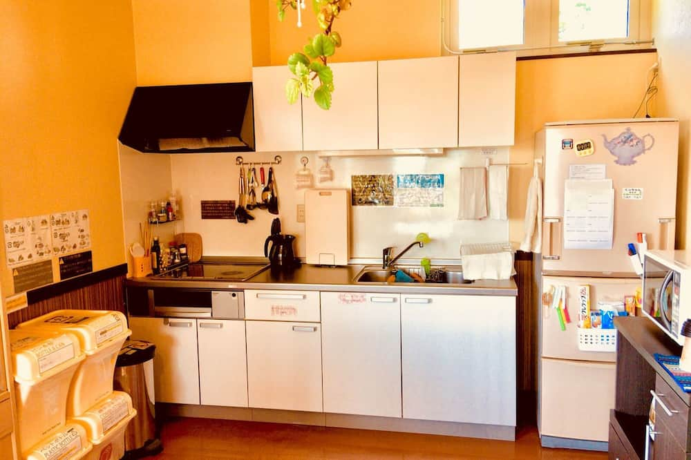 Japanese Style Twin Room with Shared Bathroom 1 - Shared kitchen