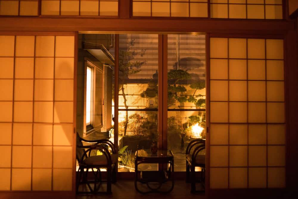 Dom, aneks (Private Vacation Home,HARUKIYA Hanare) - Widok zpokoju