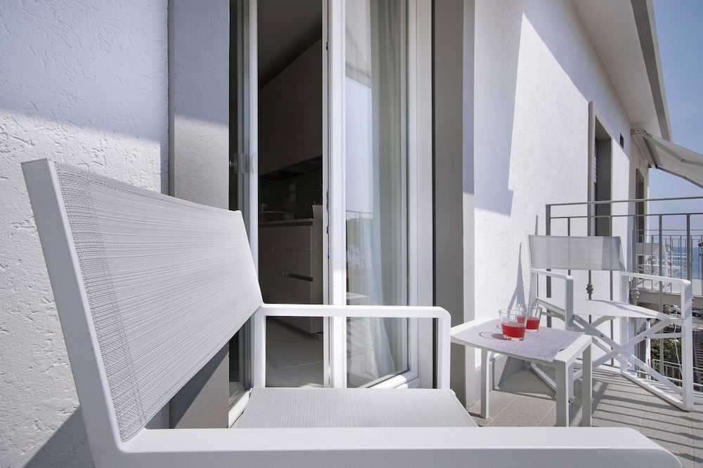 شقة مريحة - غرفة نوم واحدة - بشرفة - بمنظر للبحر - شُرفة