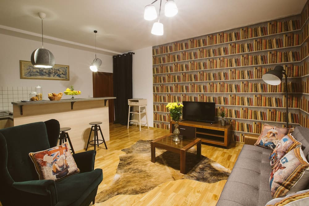 Comfort Apartment, 1 Queen Bed with Sofa bed, Non Smoking - Living Room