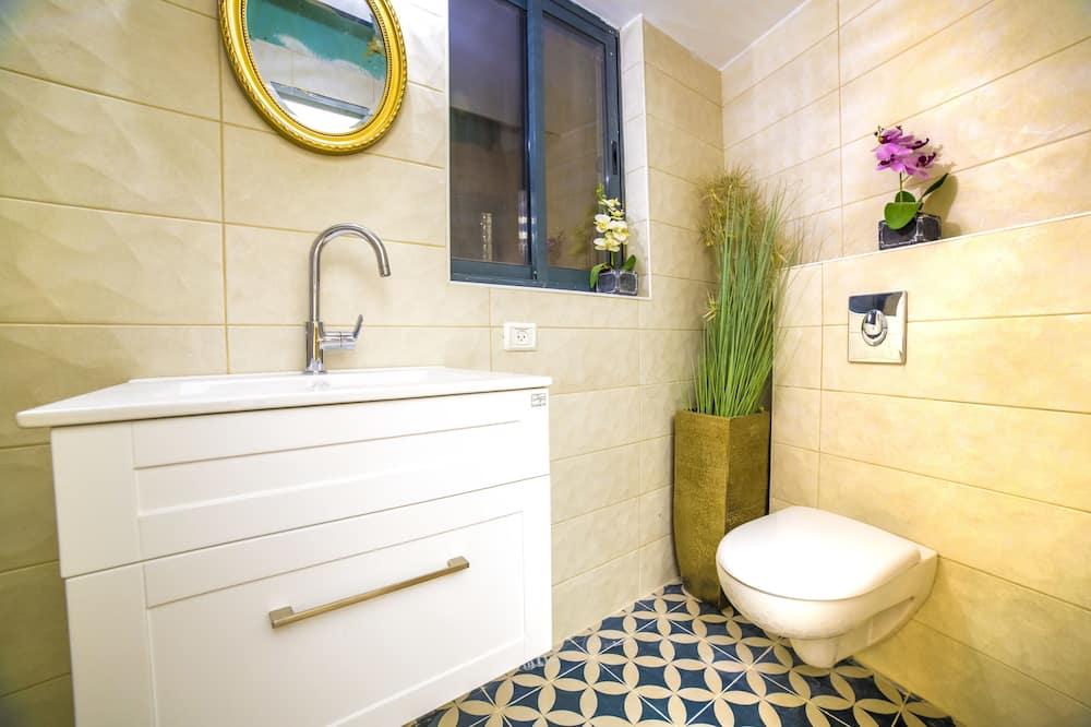 Classic Room, Balcony - Bathroom