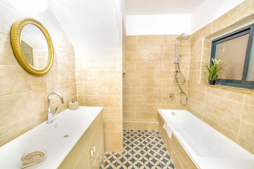 Apartment, 1 Bedroom, Bathtub - Bathroom