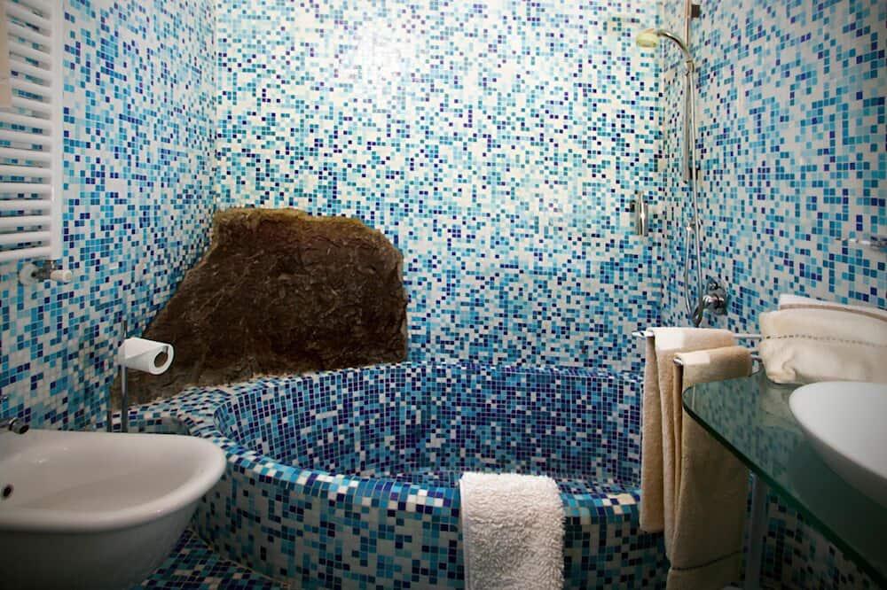 Чотиримісний номер категорії «Superior» - Ванна кімната