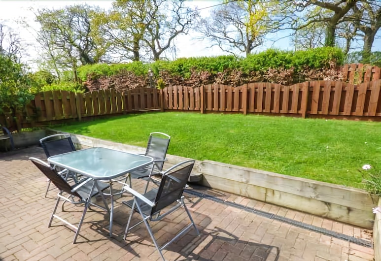 1 The Stables, Ryde, Terrace/Patio
