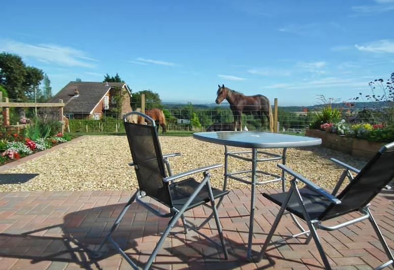 2 The Stables, Ryde, Terrace/Patio