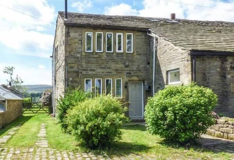 North Ives Farm Cottage, Keighley, Property Grounds