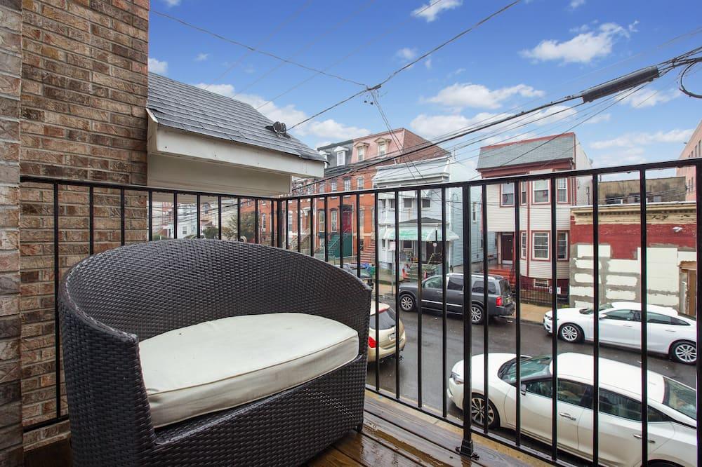Design Studio, 2 Double Beds, Non Smoking, Kitchenette - Balcony