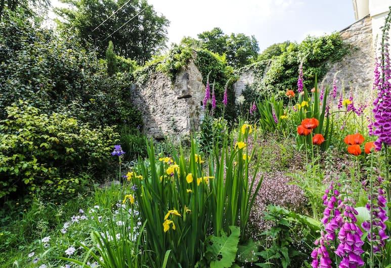 Cyprus, Bodmin, Garden