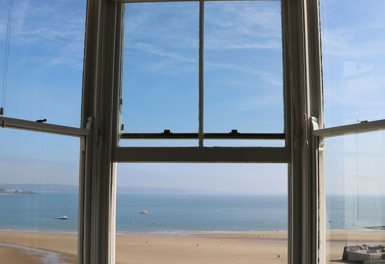 2 Beachtop Court Apartments, Tenby, Cottage, Pantai