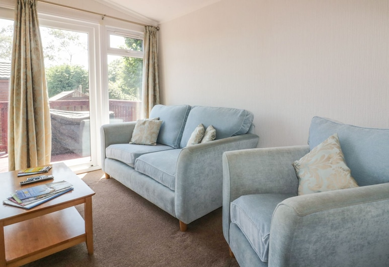 2 The Beeches, Bodmin, Living Area