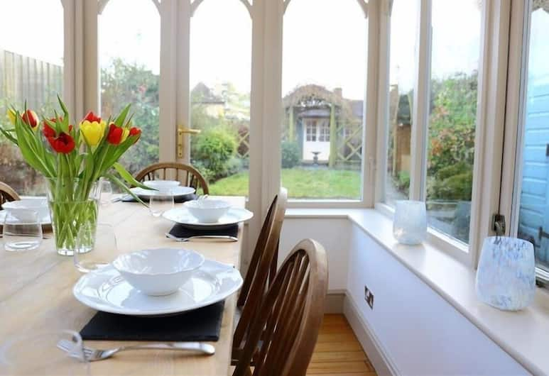 29 Chipping Steps, Tetbury, In-Room Dining