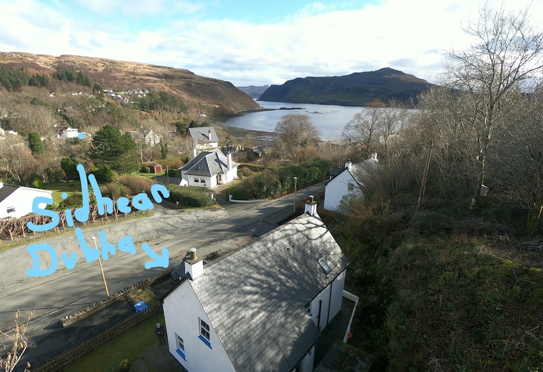 Sidhean Dubha Holiday Home, Portree, Property Grounds
