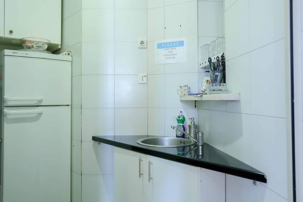 舒適三人房, 私人浴室 - 共用廚房