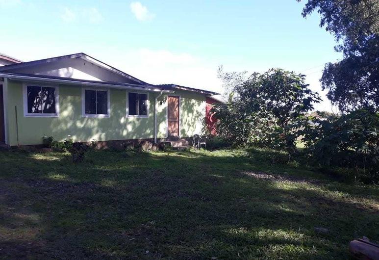 Cabañas Pacifico, Hanga Roa, Front of property