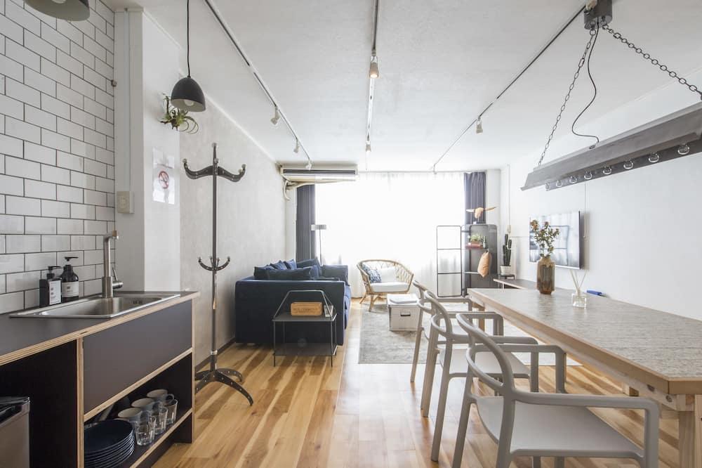 Deluxe Suite 3/4F - Living Room