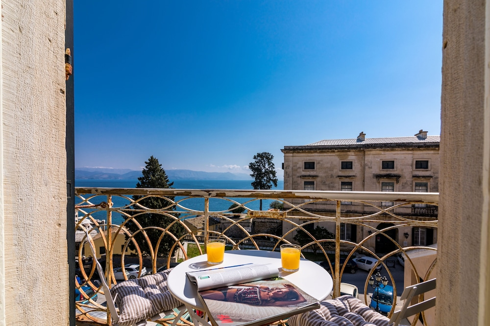 Luxury Seaview Apartment in Corfu Town by CorfuEscapes
