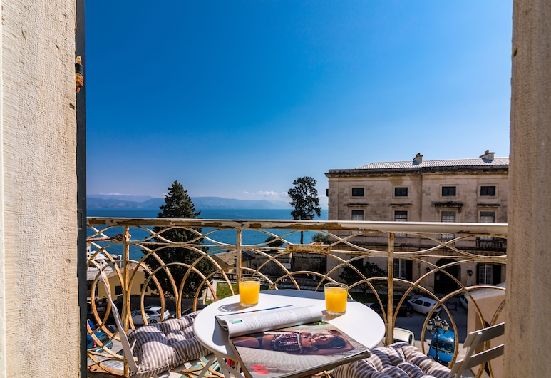 Luxury Seaview Apartment in Corfu Town by CorfuEscapes, Корфу