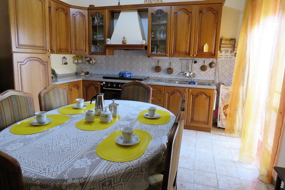غرفة مزدوجة - بحمام مشترك - مطبخ مشترك