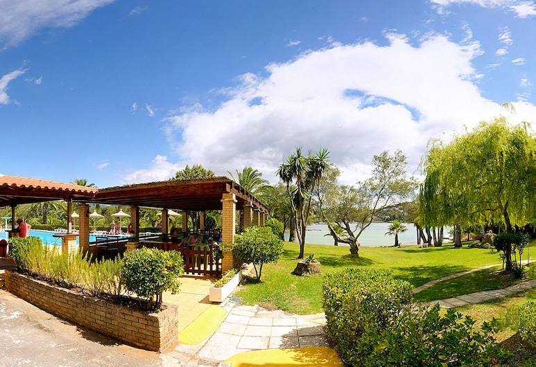 Helion Resort, Kérkyra, Basseiniäärne baar